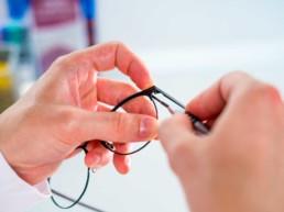 8accf4879 Le lenti progressive da vista sono lenti speciali che permettono di  correggere la presbiopia, un disturbo visivo che si manifesta con la  difficoltà nella ...